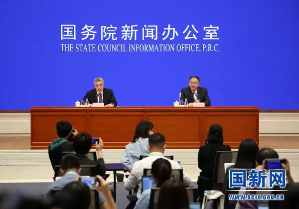 国家邮政局局长马军胜出席国新办发布会,重点介绍了快递这个领域
